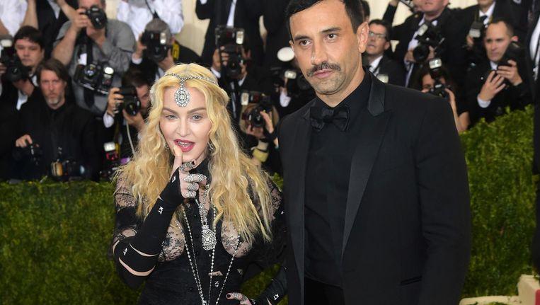 Zangeres Madonna met modeontwerper Riccardo Tisci Beeld ap