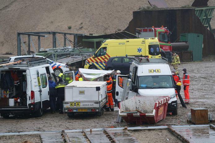 Bij werkzaamheden bij een zandafgraving aan de Tengnagelwaard in Spijk zijn twee bouwvakkers onwel geworden.