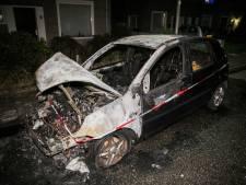Opnieuw autobrand in Nijmegen: geparkeerde wagen brandt volledig uit