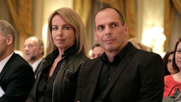 Yanis Varoufakis met zijn vrouw Danae Stratou. Beeld AP