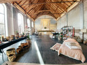 De pop-upwinkel TUS atelier van Gaëlle Vervaeke vind je dit jaar in een Poperingse gerenoveerde kapel.