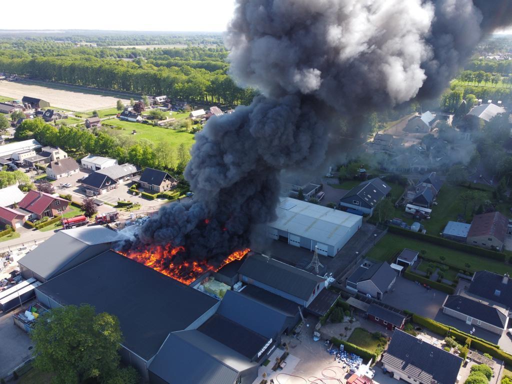 Een hevige brand heeft Rhodos Wellness in Oldebroek verwoest. De oorzaak kan niet meer worden achterhaald.