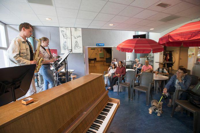 Muziekschool Art4U wil al jaren een grotere foyer in het pand aan de Bosselaan in Veldhoven.