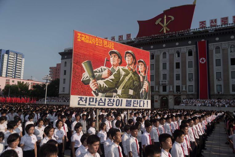 Noord-Koreanen verzamelden gisteren op het Kim Il-sung-plein in Pyongyang. Beeld AFP