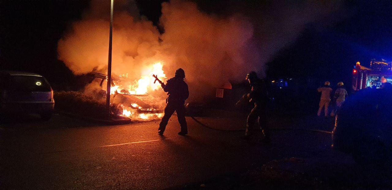 Afgelopen nacht zijn twee auto's in vlammen opgegaan in Hengelo.