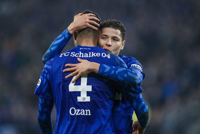 Ozan Kabak en Amine Harit van Schalke 04.