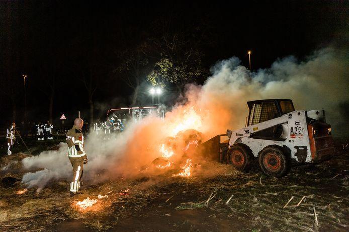 Een pop van hooibalen is woensdagavond afgebrand.
