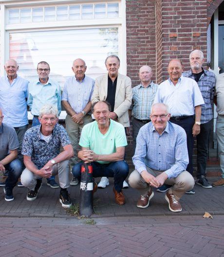 Kampioensploeg Hoek uit 1971 na 50 jaar nog steeds compleet, 'Het laatste elftal met alleen maar jongens uit het dorp'