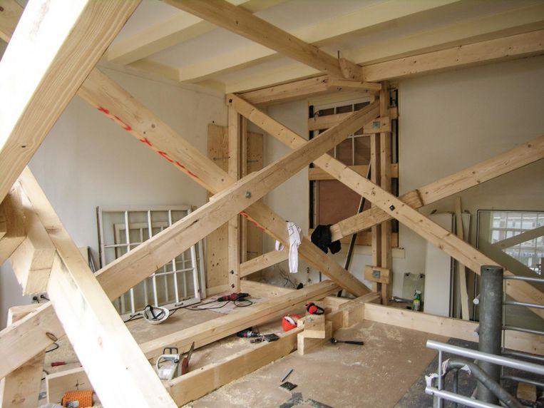 Interieur van de intussen gestutte Wevershuisjes in 2010 Beeld Wolbert Vroom