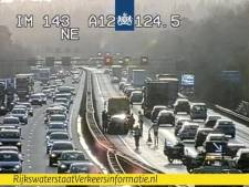 Linkerrijstrook A12 even dicht bij Arnhem-Noord na ongeval, file vanaf knooppunt Grijsoord