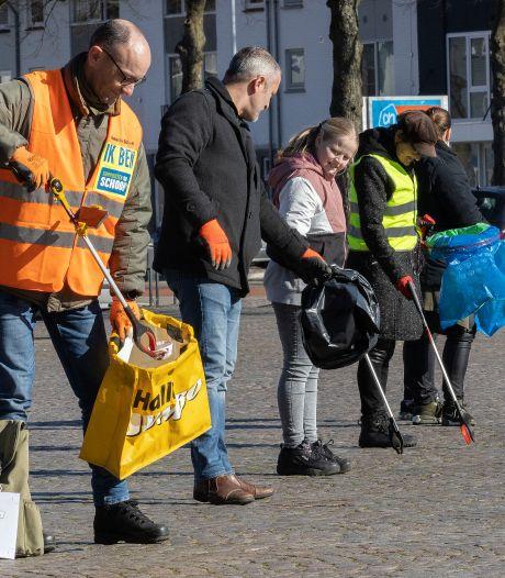 Ook in Veldhoven aan de slag op landelijke opschoondag: 'Je wordt niet goed van dat zwerfvuil'
