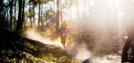 Mountainbiken in het bos? Kies voor een doordeweekse dag