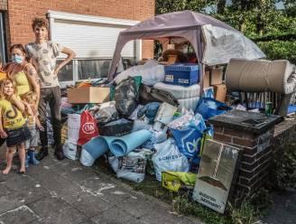 """Overrompeling op inzamelpunten voor slachtoffers overstroming: """"Zelfs onze tuin ligt vol"""""""
