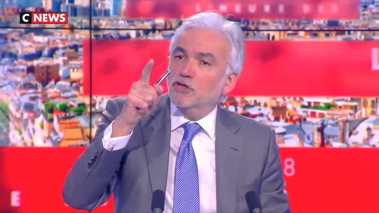 """Pascal Praud, présentateur de l'émission """"L'heure des Pros"""" sur CNews."""