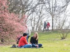 In het Belmonte in Wageningen is het genieten van het lenteweer