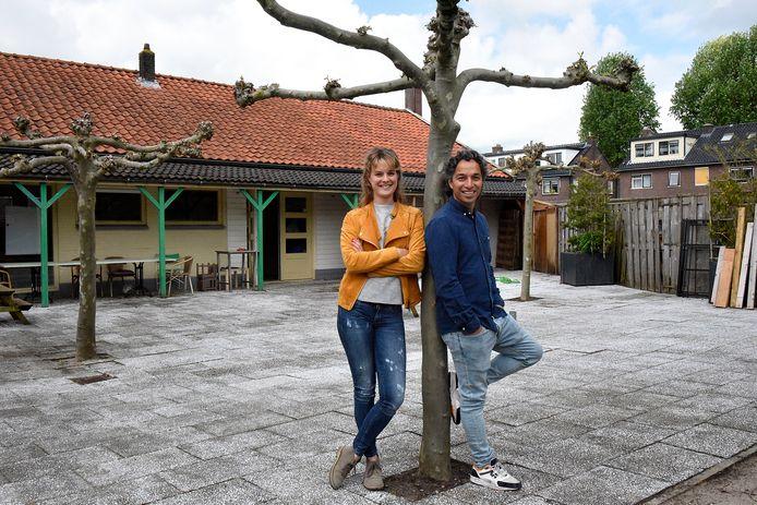 Iris Balm (31) en Rolf Sahertian (35) openen deze zomer een kindvriendelijke lunchroom aan de Kromwijkerkade.