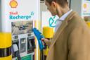 Zelfs Shell is om en vestigt momenteel in hoog tempo snelladers bij zijn tankstations.