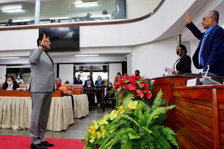 Chandrikapersad Santokhi tijdens zijn beëdiging als volksvertegenwoordiger in De Nationale Assemblee (DNA).  Beeld ANP