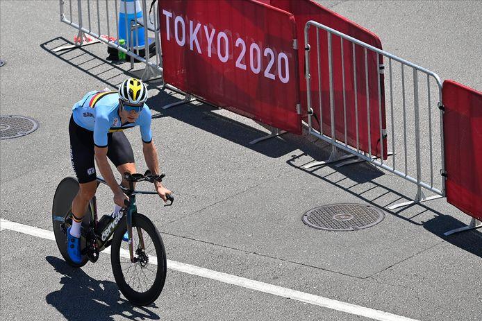Wout van Aert met z'n tijdritfiets op de Fuji Speedway in Tokio.