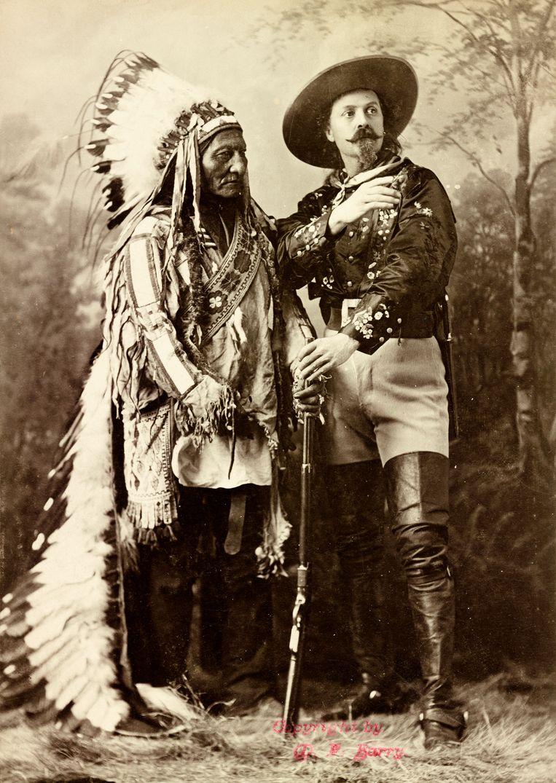 Foto van Sitting Bull en Buffalo Bill uit 1887. Beeld RV Library of Congress; P&P