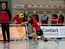 Rouwende volleybalcoach Henk Wahl eert zijn ouders met emotionele zege van Dash