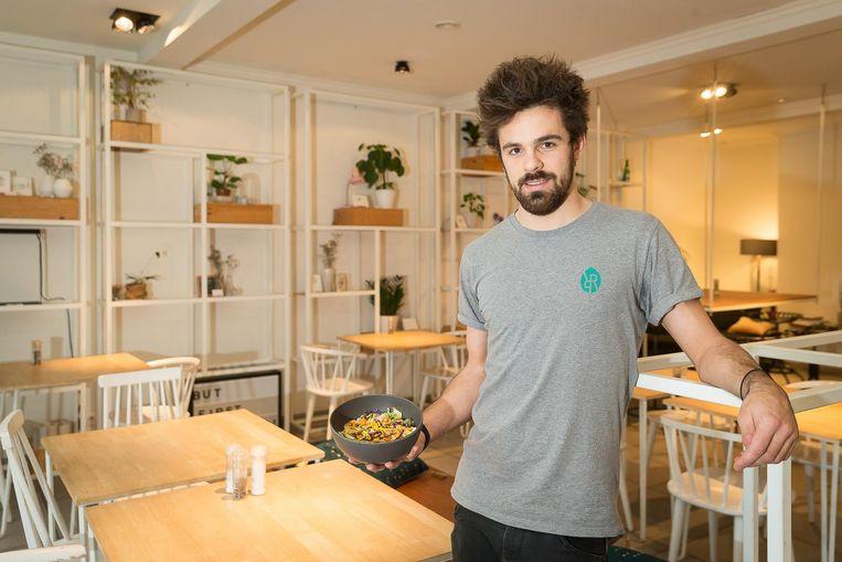 Jordi Coppers van restaurant Romain Roquette met een smakelijke 'overschotmaaltijd'.