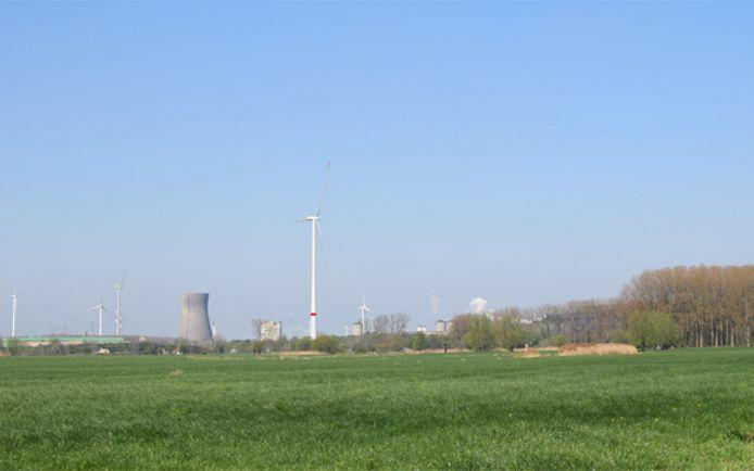 De windturbine zal 242 meter hoog worden.