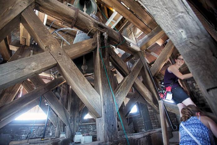 In het kader van Open Monumentendag kon de toren van Sint Jan in Roosendaal beklommen worden. Deze dames zijn op weg naar de beiaardier, hoog in de toren. foto Johan wouters/pix4profs