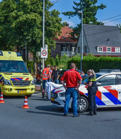 Scooterrijder gewond naar het ziekenhuis na mislukte uitwijkmanoeuvre in Oosterbeek