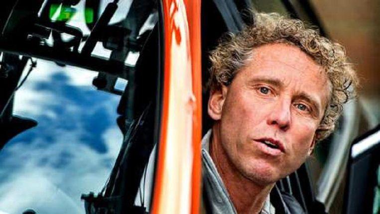 Sinds zijn schorsing zit Michael Boogerd weer achter het stuur van de ploegleidersauto van Roompot. Beeld null