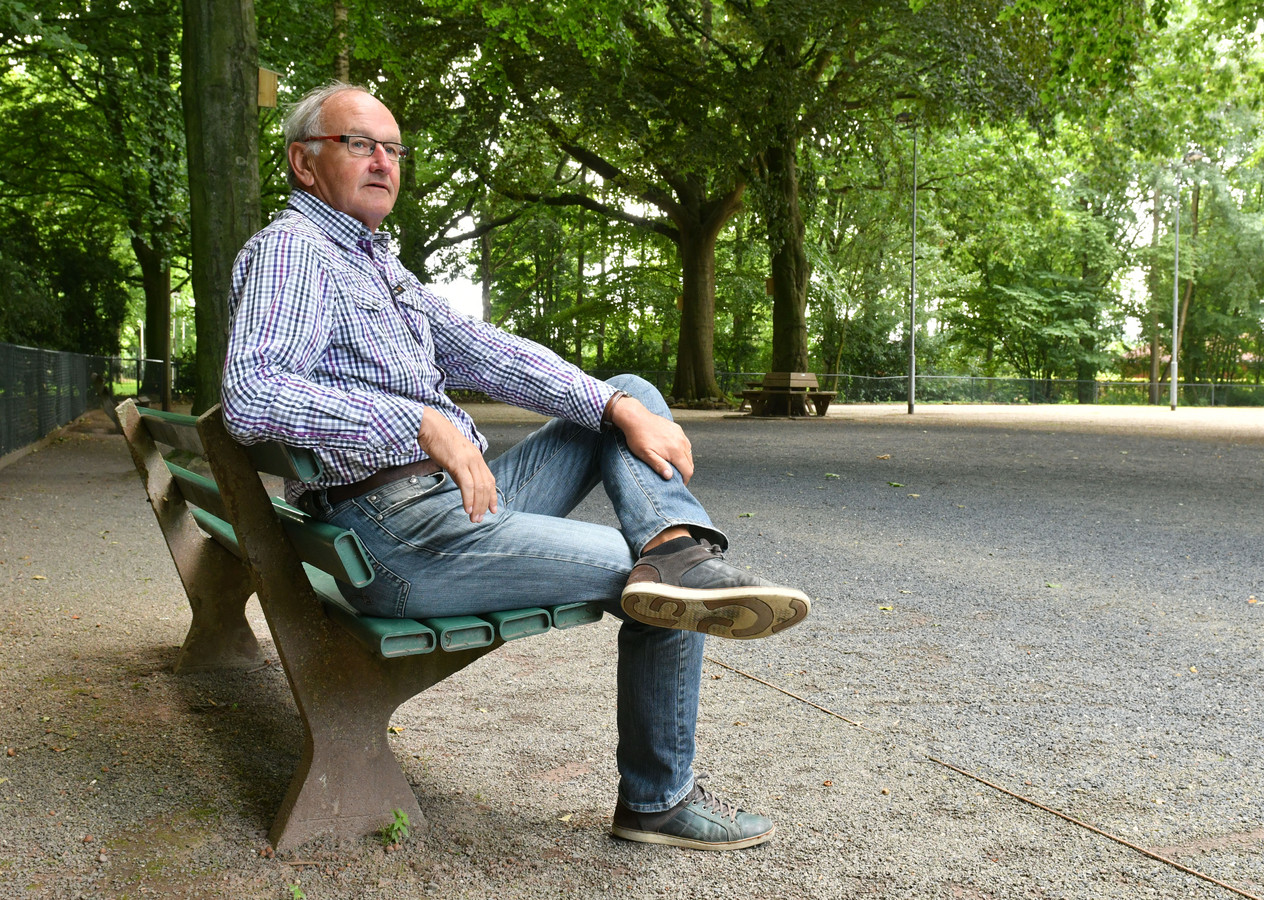 Marcel Steinenbach is al jaren vrijwilliger bij de Oldenzaalse Jeu de Boules vereniging.