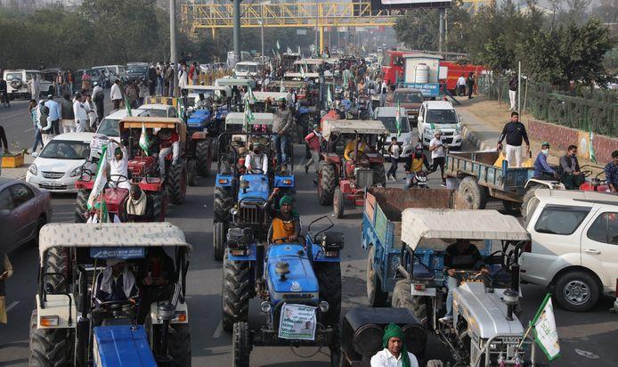 Duizenden boeren op de trekker in colonne naar de regeringsstad.