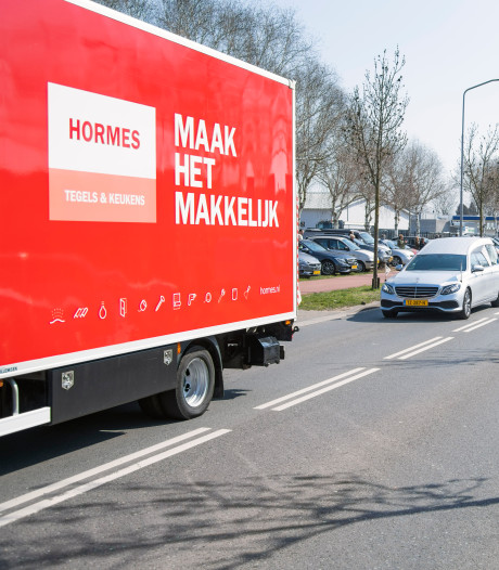 Erehaag van auto's én applaus voor overleden 'sociale ondernemer en goedzak' Frans Hormes uit Wijchen
