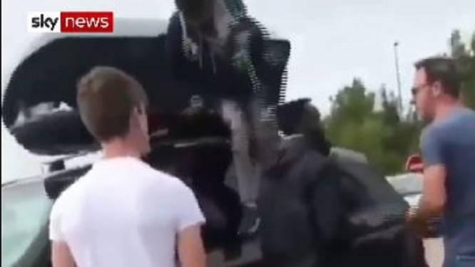 Brits gezin beleeft bizar vakantiebegin in Frankrijk: twee verstekelingen in dakkoffer