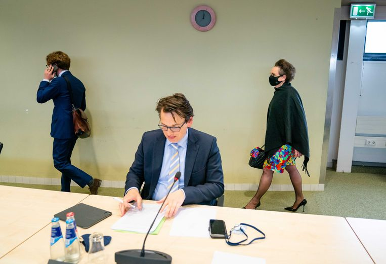 Pieter Grinwis (ChristenUnie) en demissionair staatssecretaris Alexandra van Huffelen (Toeslagen) in de Tweede Kamer tijdens een debat in mei over de hersteloperatie kinderopvangtoeslagen.  Beeld ANP