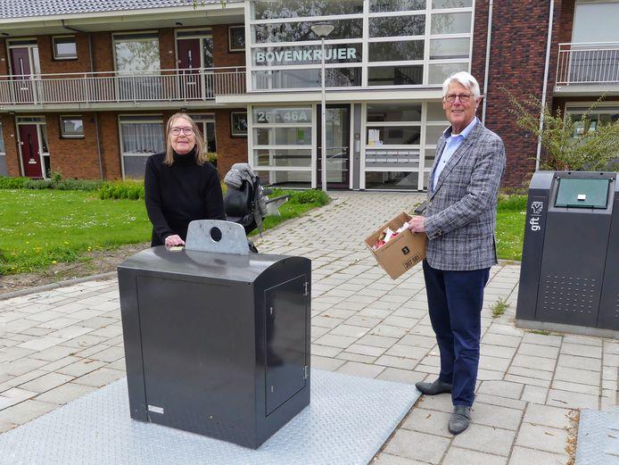 Riene Verburgh en wethouder Piet van Leenen.