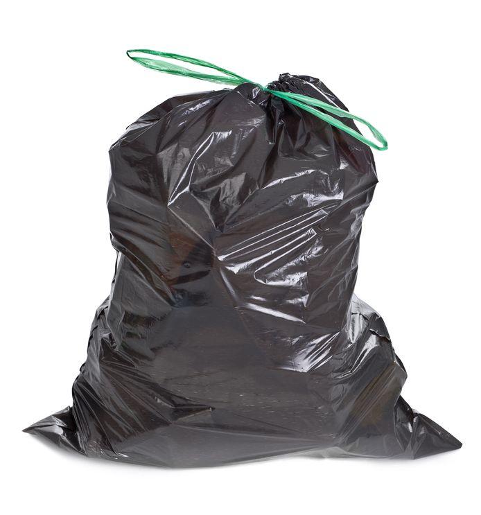 Handhavers deelden een boete uit omdat de vuilniszak naast de container stond.