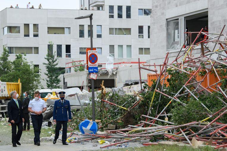 Koning Filip en premier de Croo brachten een bezoek aan de plaats van de ramp. Beeld Photo News
