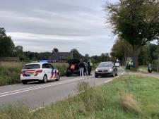 Supermarktbusje en auto botsen in Doetinchem, beide voertuigen kunnen niet verder