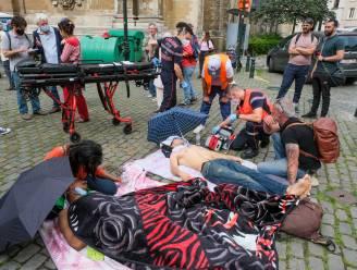 """""""Na kaap van 40 dagen loop je blijvende medische letsels op"""": situatie hongerstakende sans-papiers steeds uitzichtlozer"""