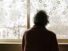 """Acht maanden cel met uitstel voor leraar die zijn eigen oma (89) maandenlang bestal: """"U moet behandeld worden"""""""