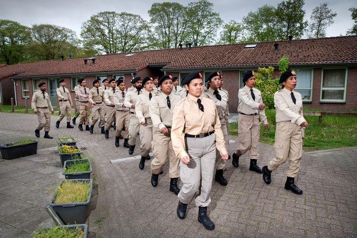 Pembarisan Pasukan Pertahanan repeteert in Vught.