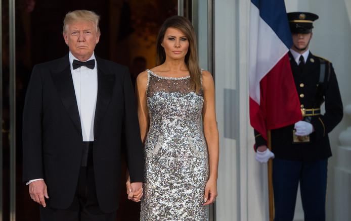 Drukke Trump Scheept Jarige Melania Af Met Bloemen En Een Kaart