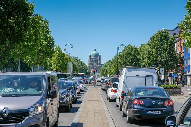 Stilstaand verkeer op de Leopold II-laan. 'In een stedelijke omgeving ligt de gemiddelde snelheid sowieso laag.' Beeld Marc Baert