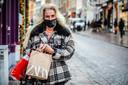 De winkels te Brugge zijn heropend: Martine Devos kwam ook winkelen.