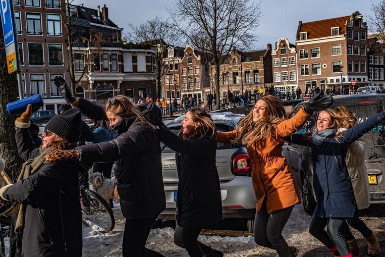 Plezier op de Prinsengracht in Amsterdam.  Beeld Joris van Gennip