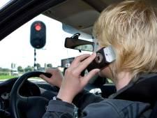 'In andere landen is bellen verboden als je stilstaat met de auto'