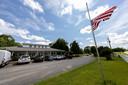 De Amerikaanse vlag hangt halfstok bij de Alabama Sheriff's Girls Ranch.