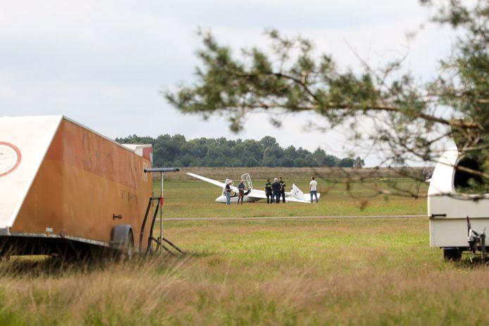 De hulpdiensten zijn vrijdagmiddag uitgerukt met onder meer een traumahelikopter naar zweefvliegcentrum Terlet. Een zweefvliegtuig had een vleugel gebroken bij de landing. Er raakte niemand gewond.