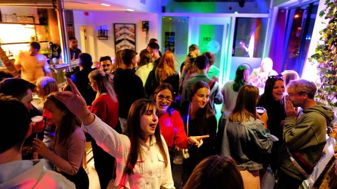 """Stevig fuivend nieuw academiejaar in: """"Fear of missing out is groot, veel meer eerstejaars willen bij studentenclubs aansluiten"""""""
